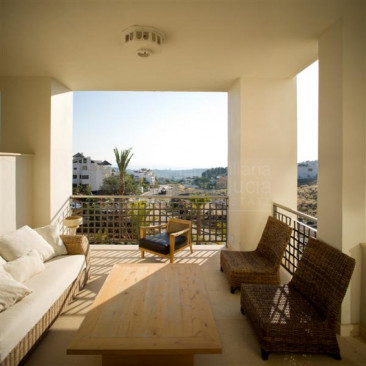 Benahavis, 2 bedroom apartment for sale in El Paraiso Estepona