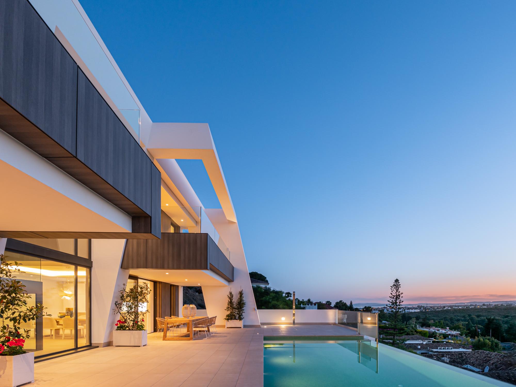 359-00128P: Villa in Estepona