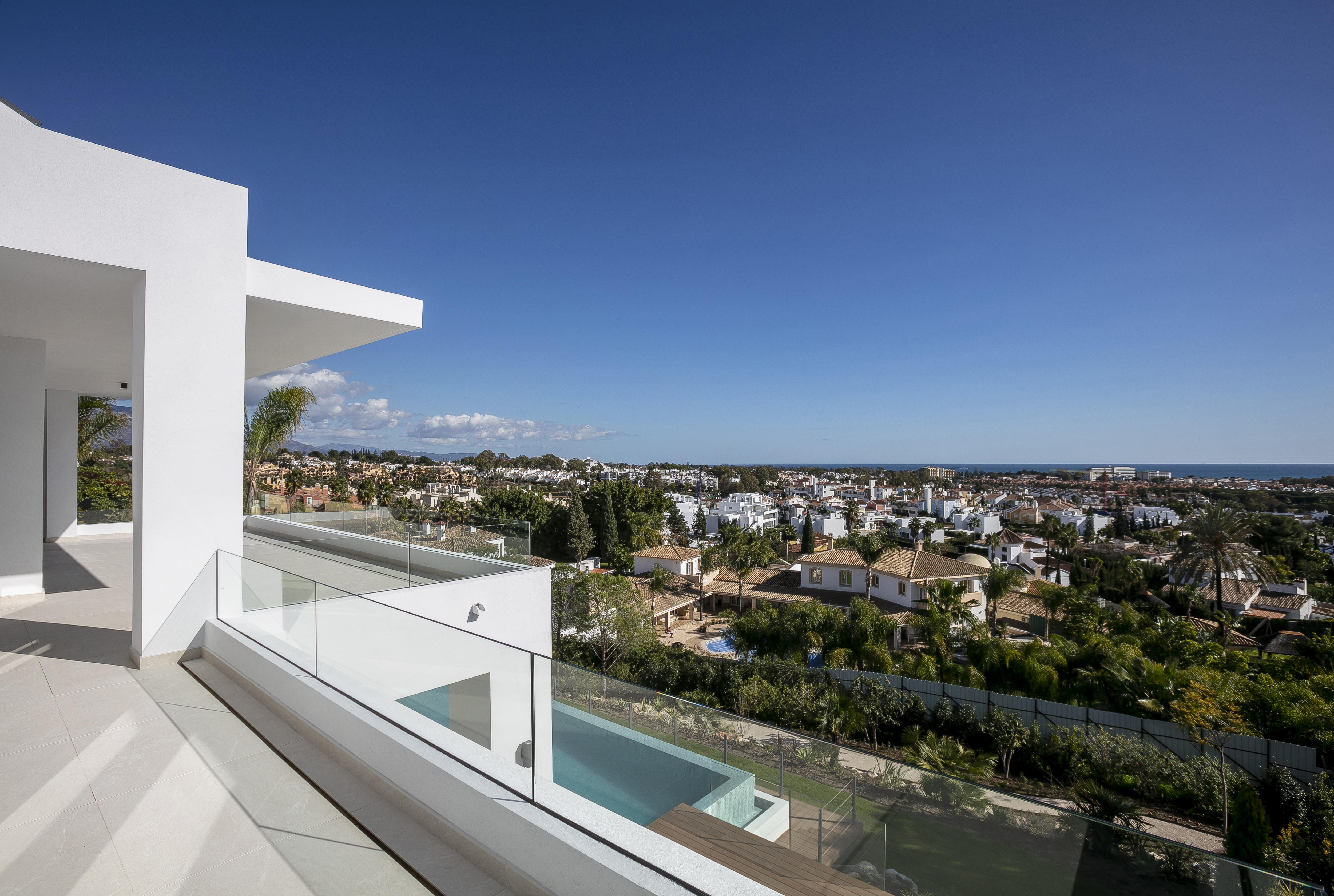 359-00105P: Villa in Estepona