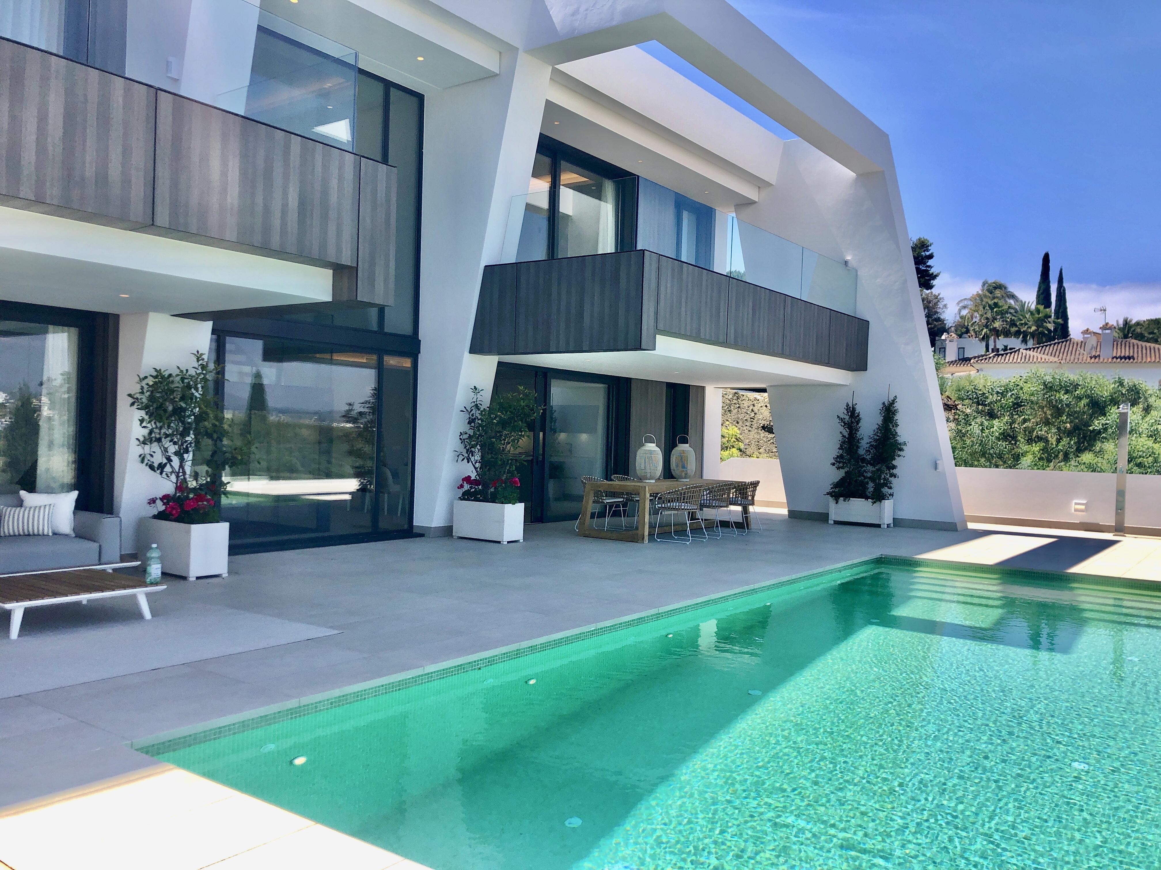 Ref:359-00180P Villa For Sale in Estepona
