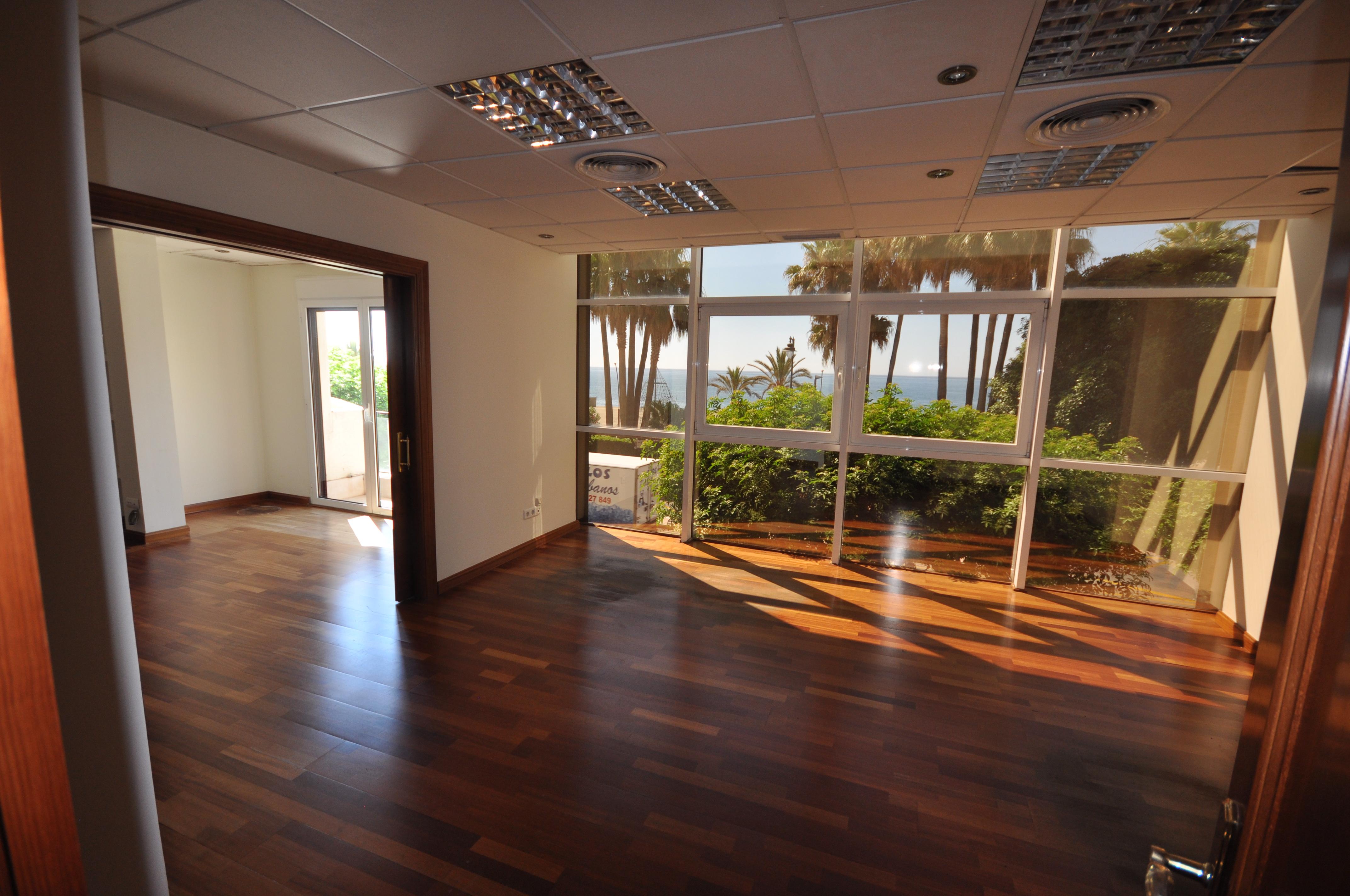 359-00081P: Apartment in Estepona
