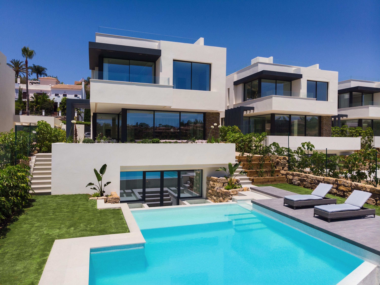 Ref:LUX0221 Villa For Sale in Estepona