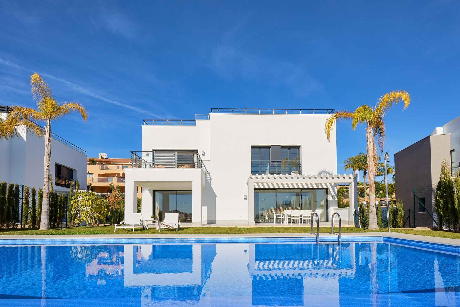 Ref:LUX0239 Villa For Sale in Estepona