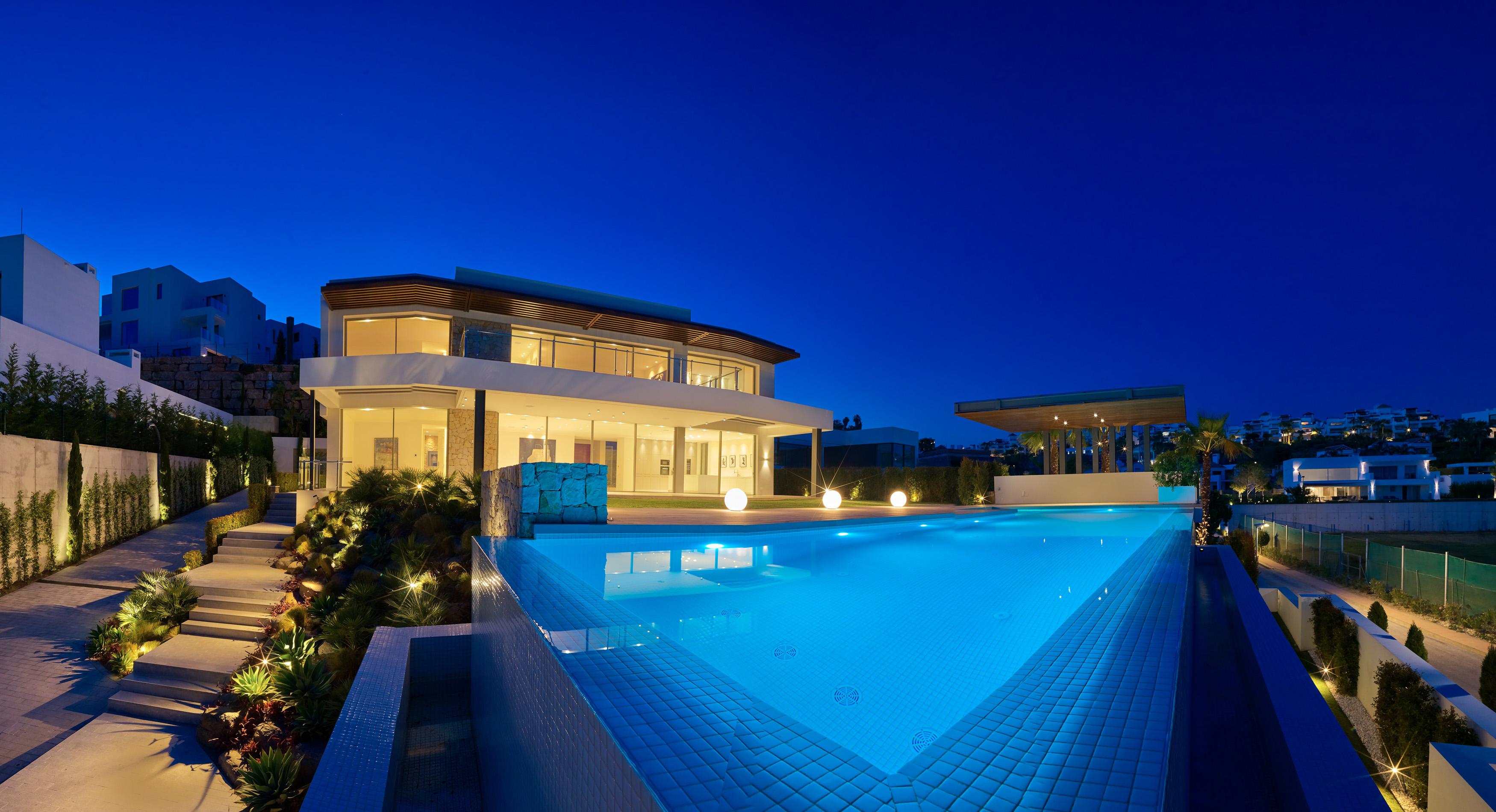 Ref:LUX0218 Villa For Sale in Benahavis