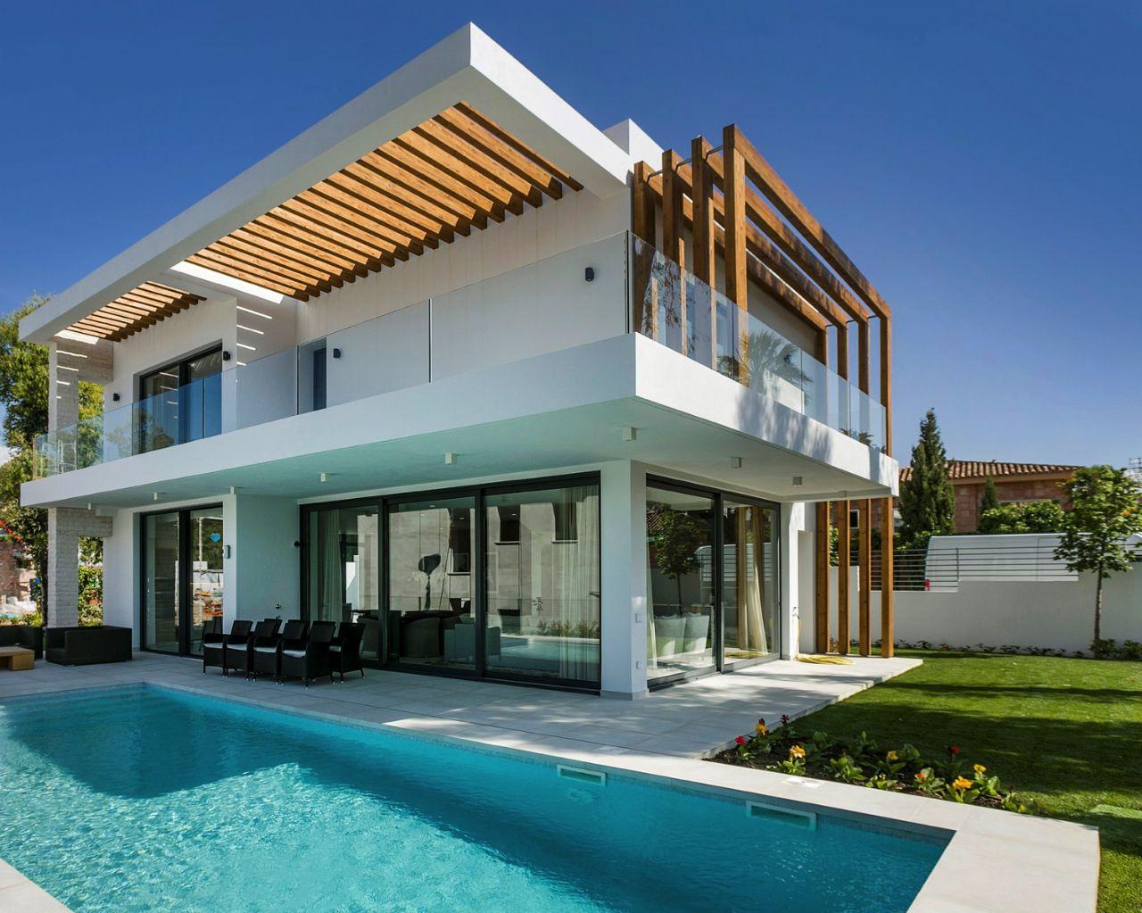 LUX0274: Villa in Estepona