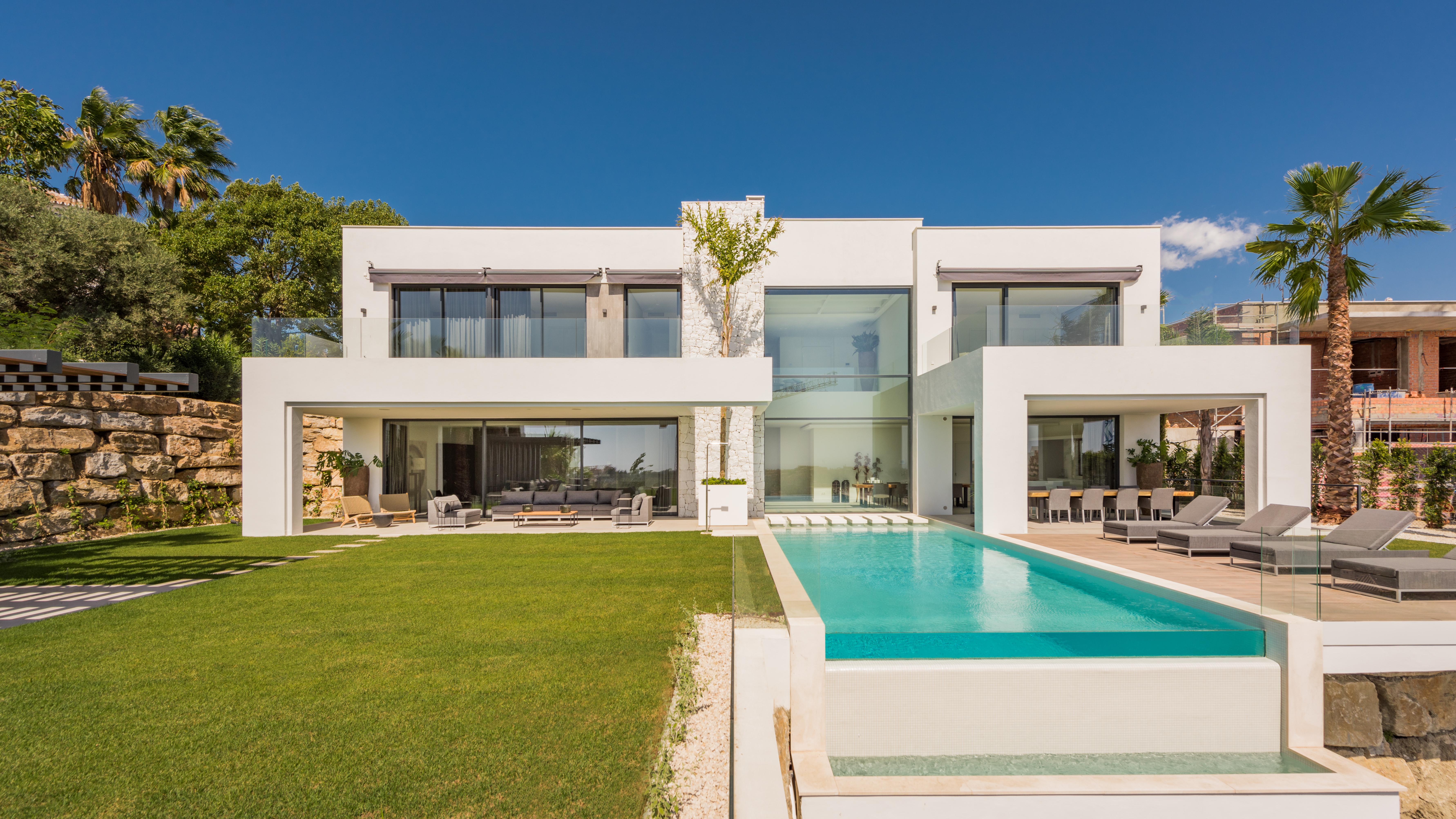 Ref:LUX0272 Villa For Sale in Benahavis