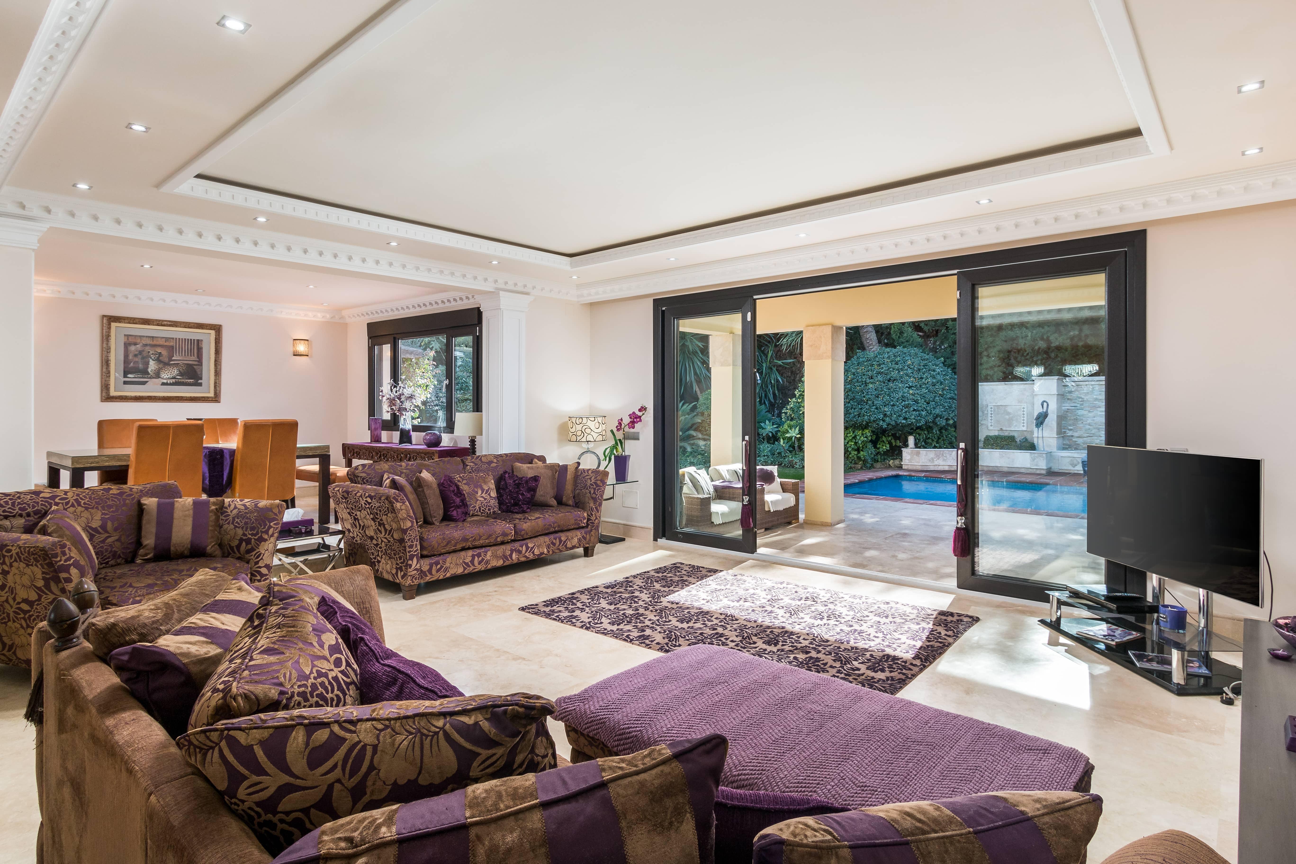 LUX0285: Villa in Estepona