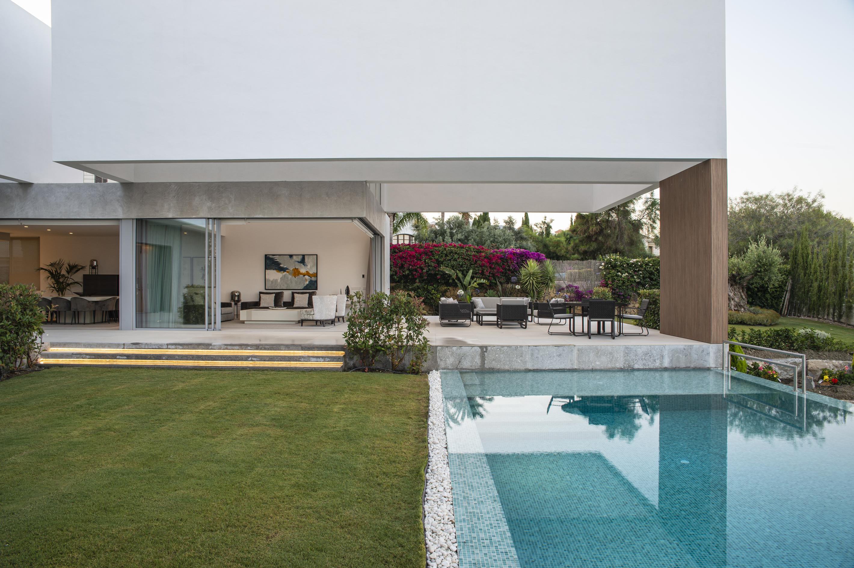 Ref:LUX0294 Villa For Sale in Benahavis
