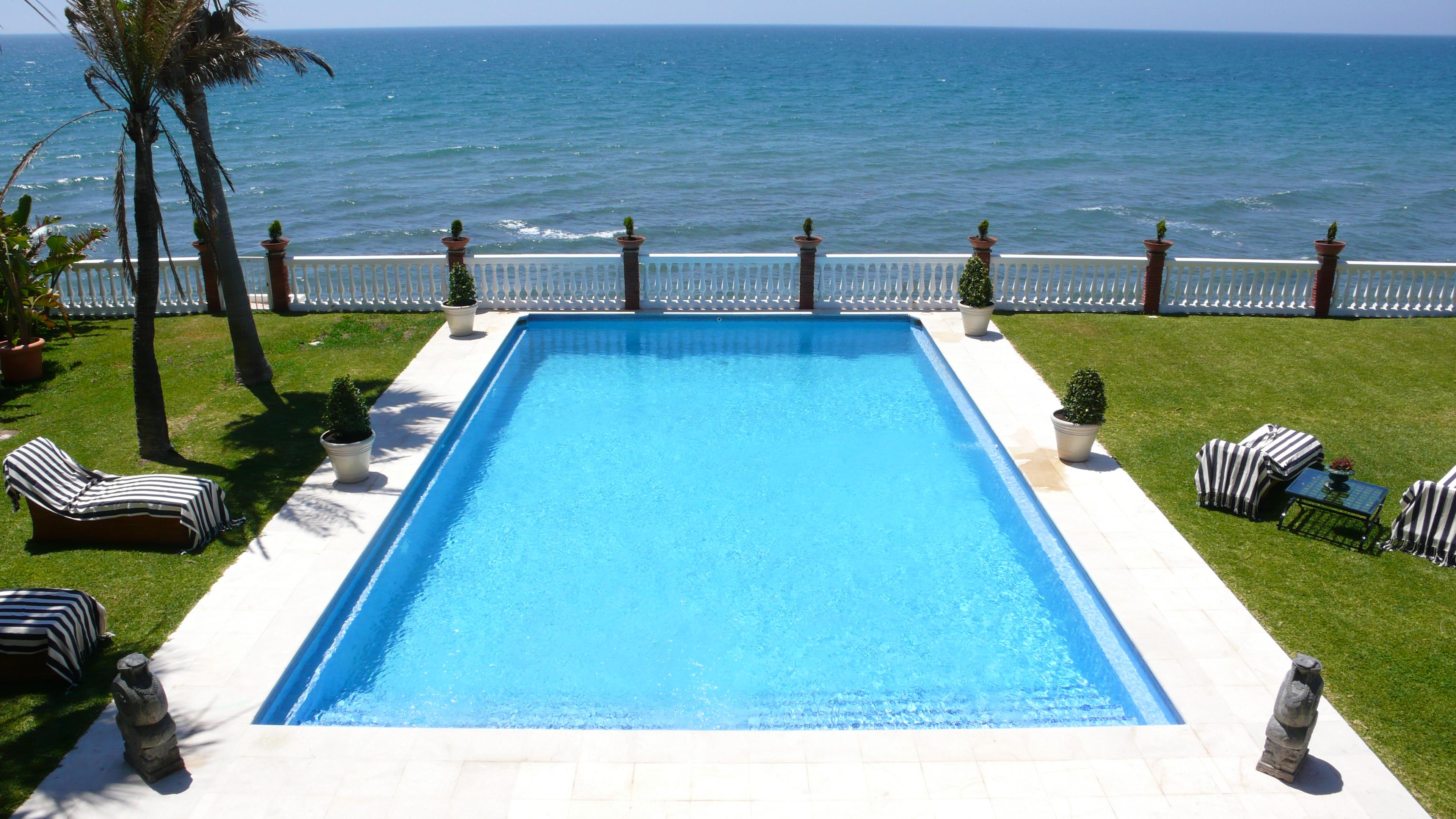 Ref:LUX0297 Villa For Sale in Estepona