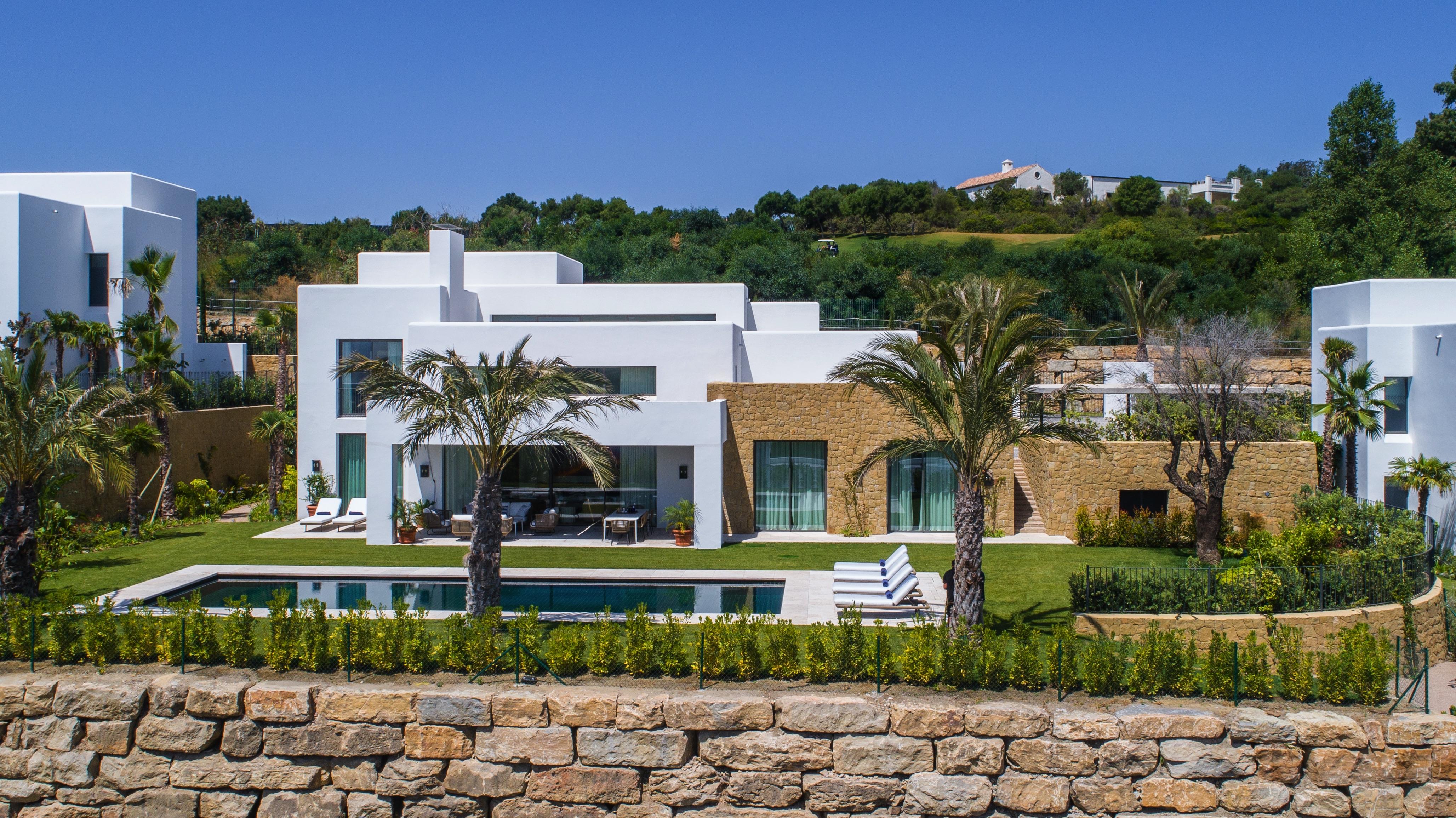 LUX0143: Villa in Casares