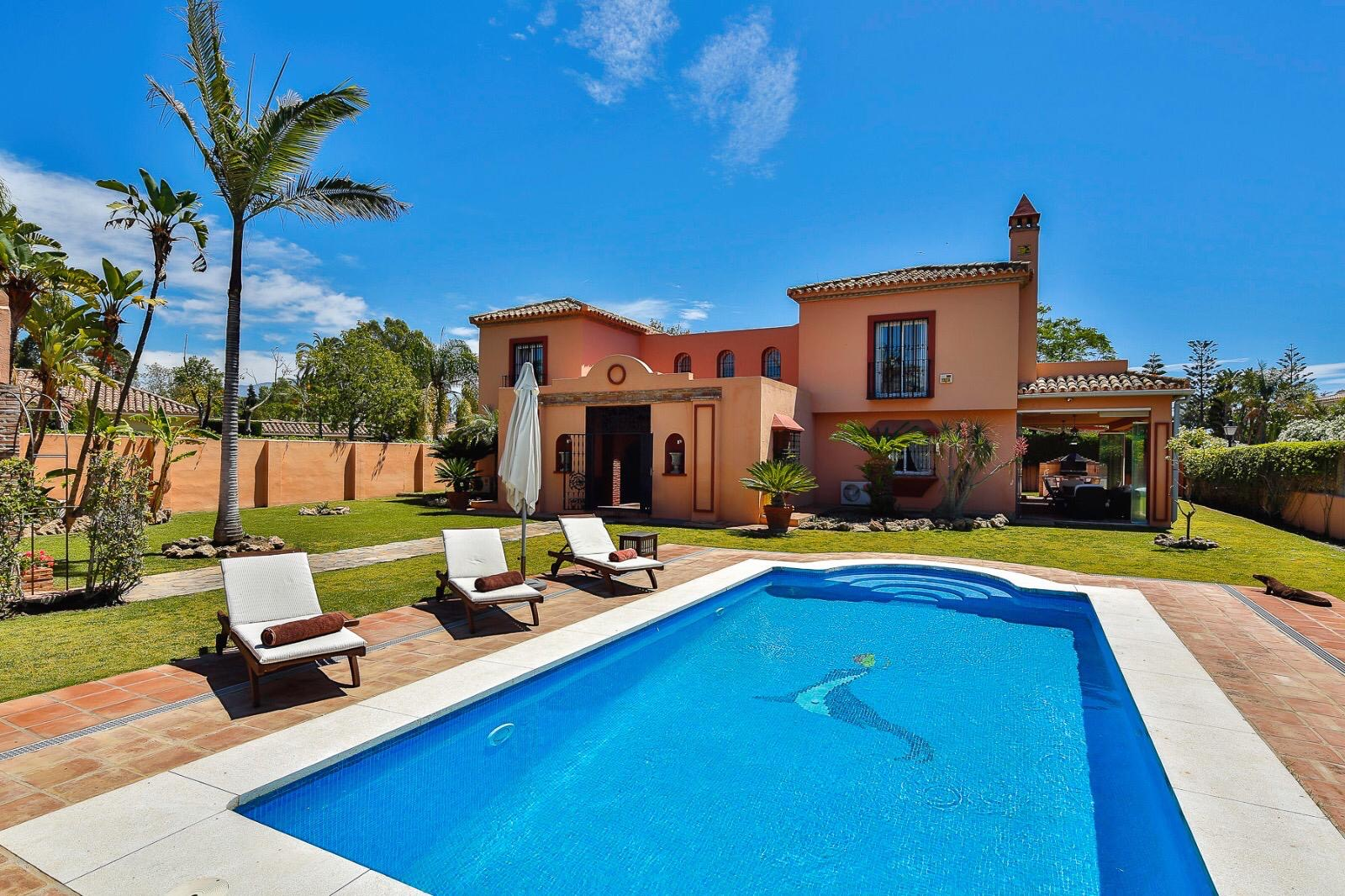 Ref:LUX0176 Villa For Sale in Estepona