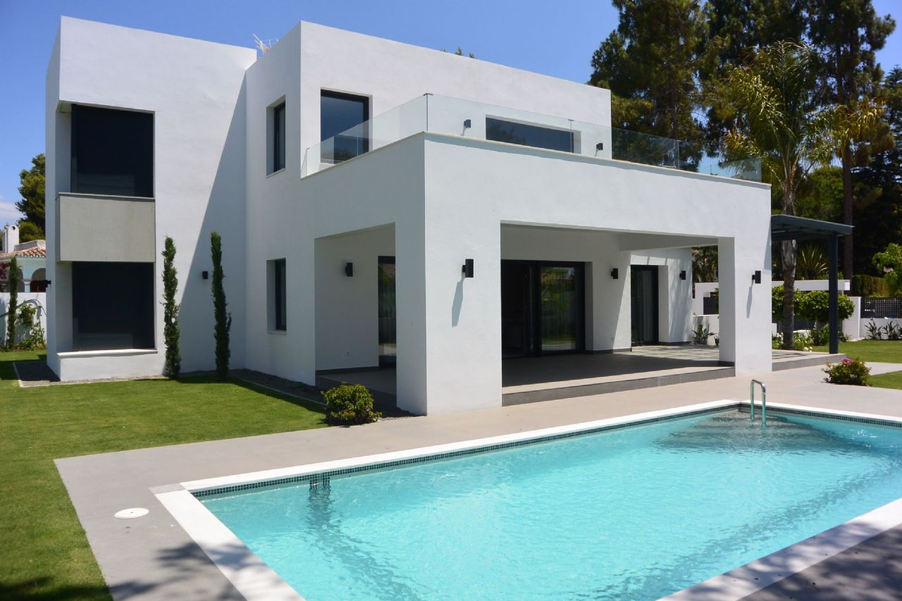 LUX0089: Villa in Estepona