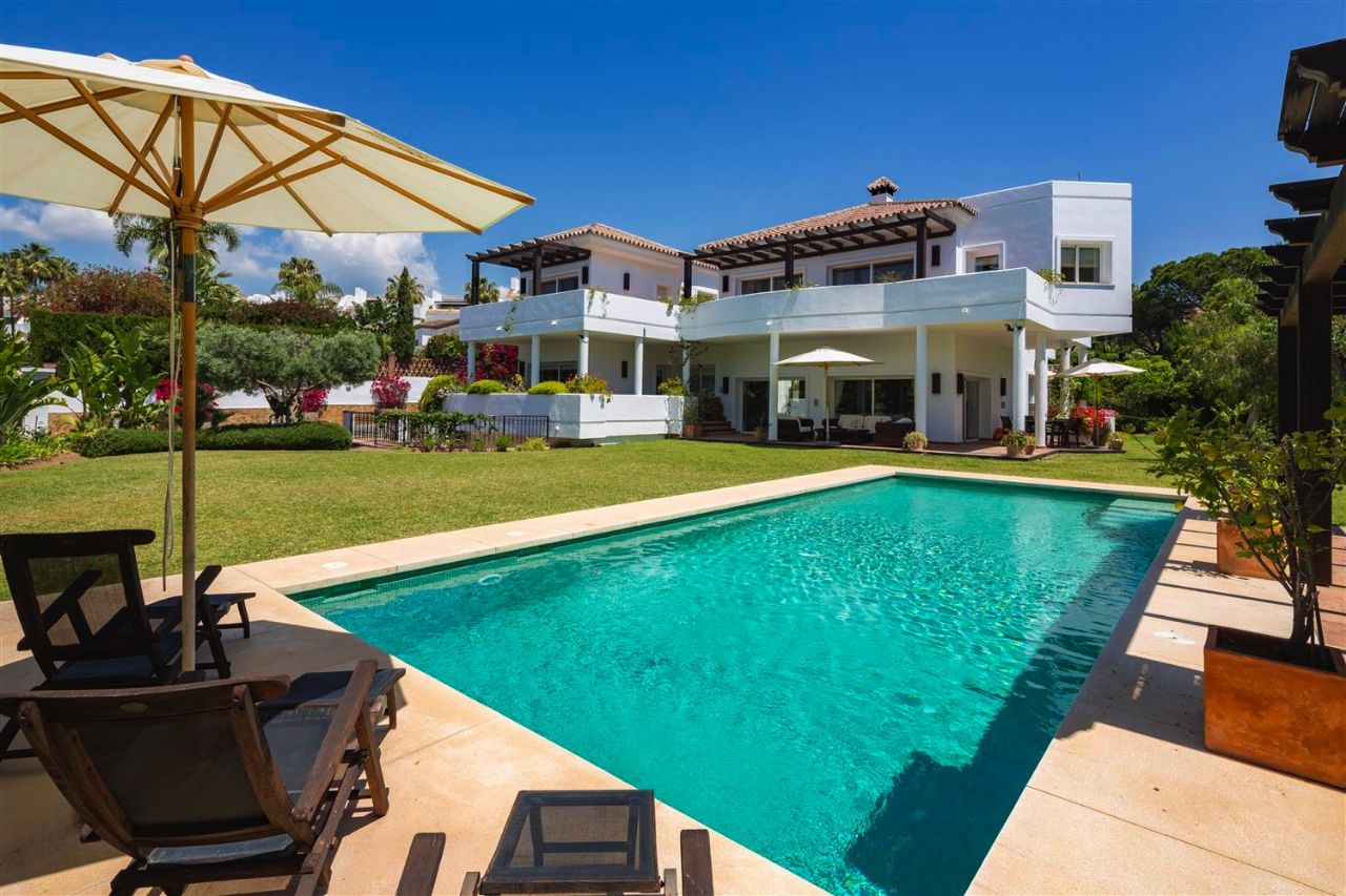Ref:LUX0377 Villa For Sale in Marbella