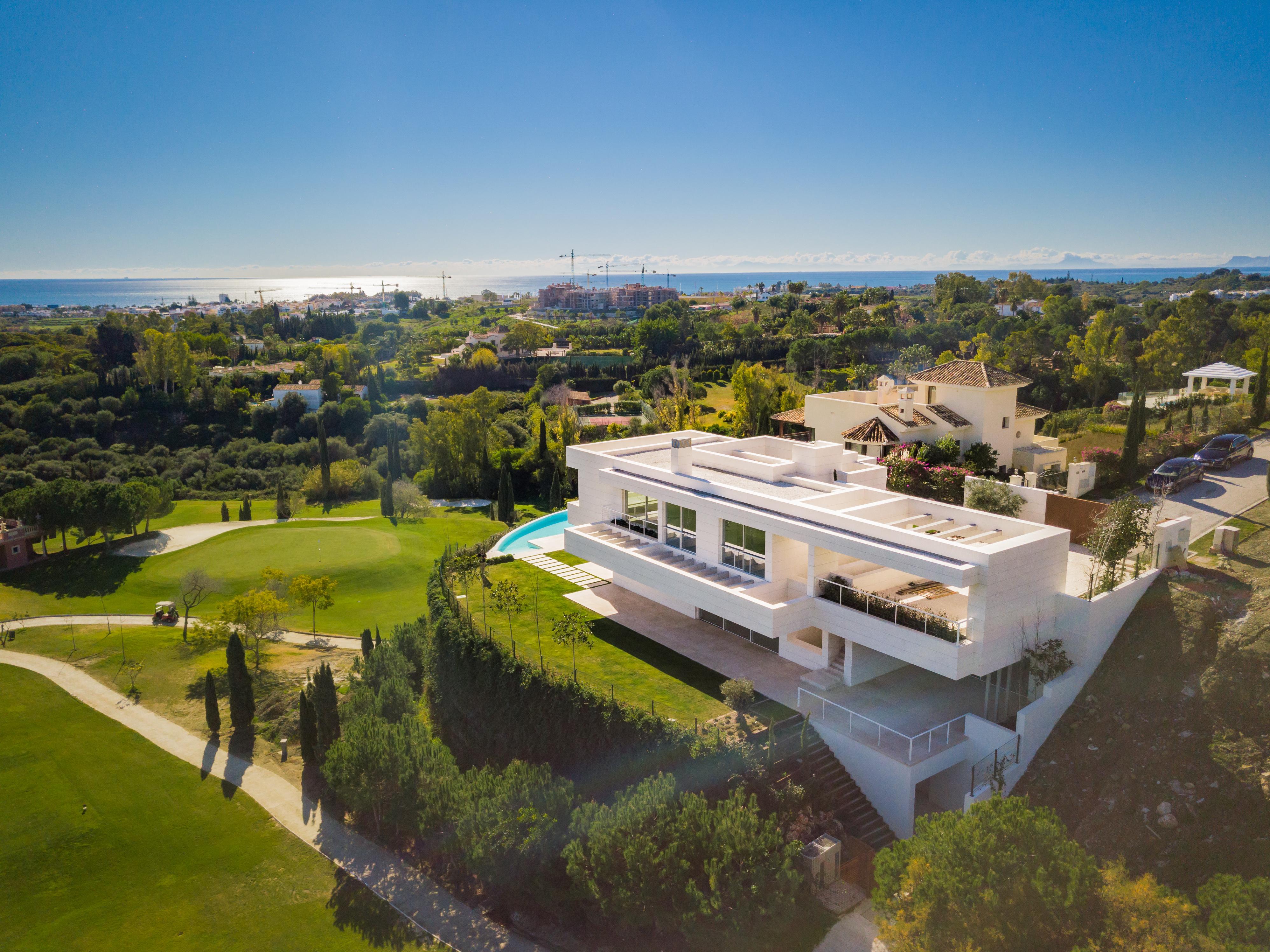 Ref:LUX0352 Villa For Sale in Benahavis