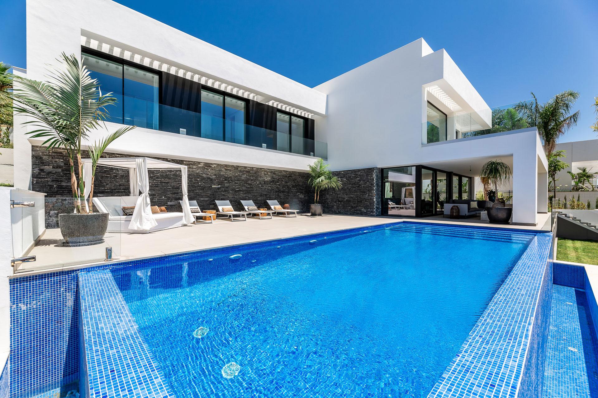 Ref:LUX0347 Villa For Sale in Benahavis