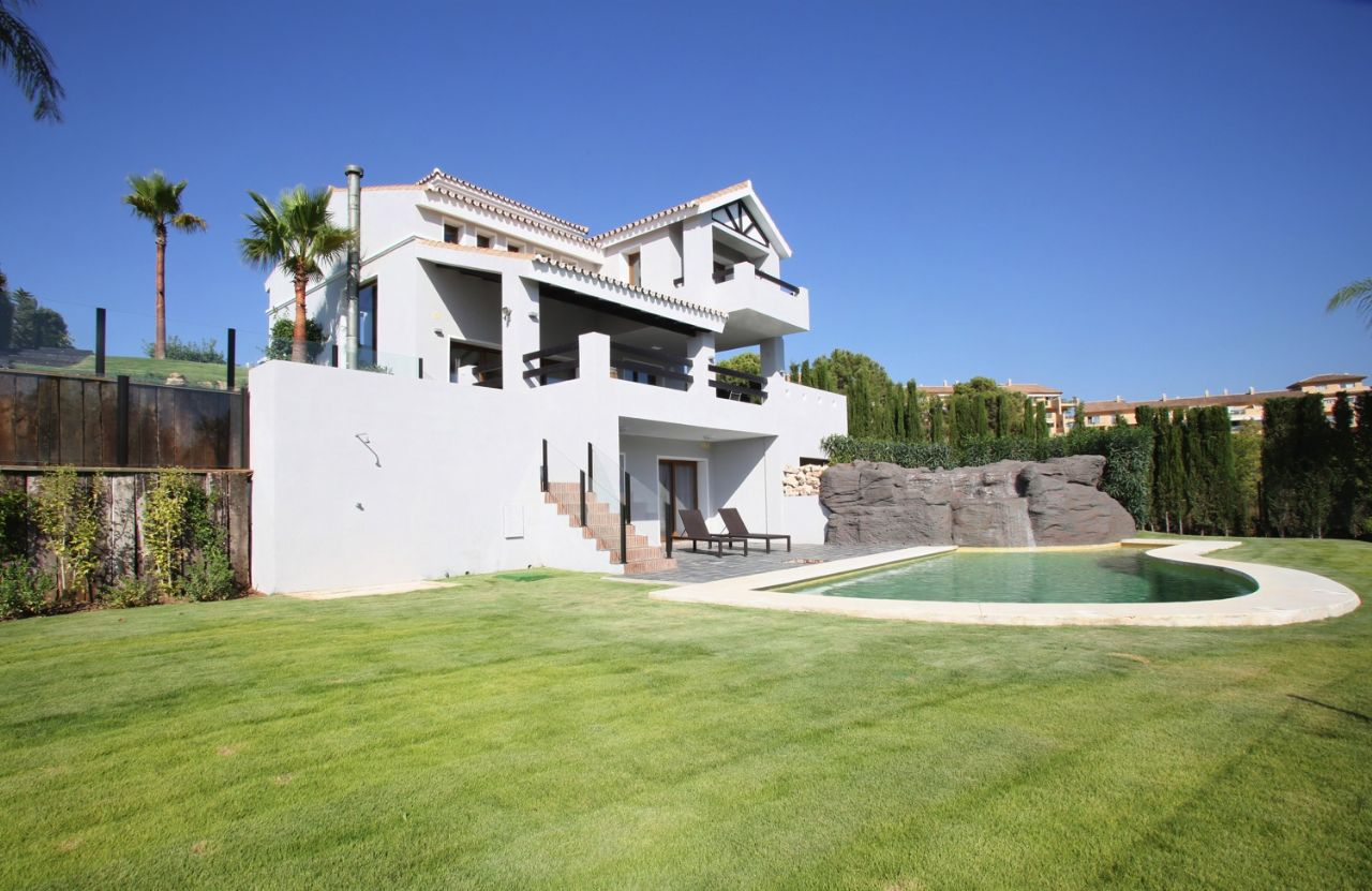Ref:LUX0312 Villa For Sale in Estepona