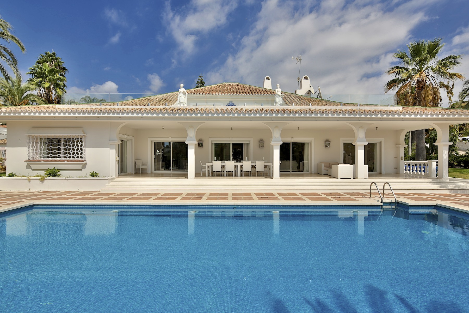 Villa for Sale in Parcelas del Golf, Nueva Andalucia