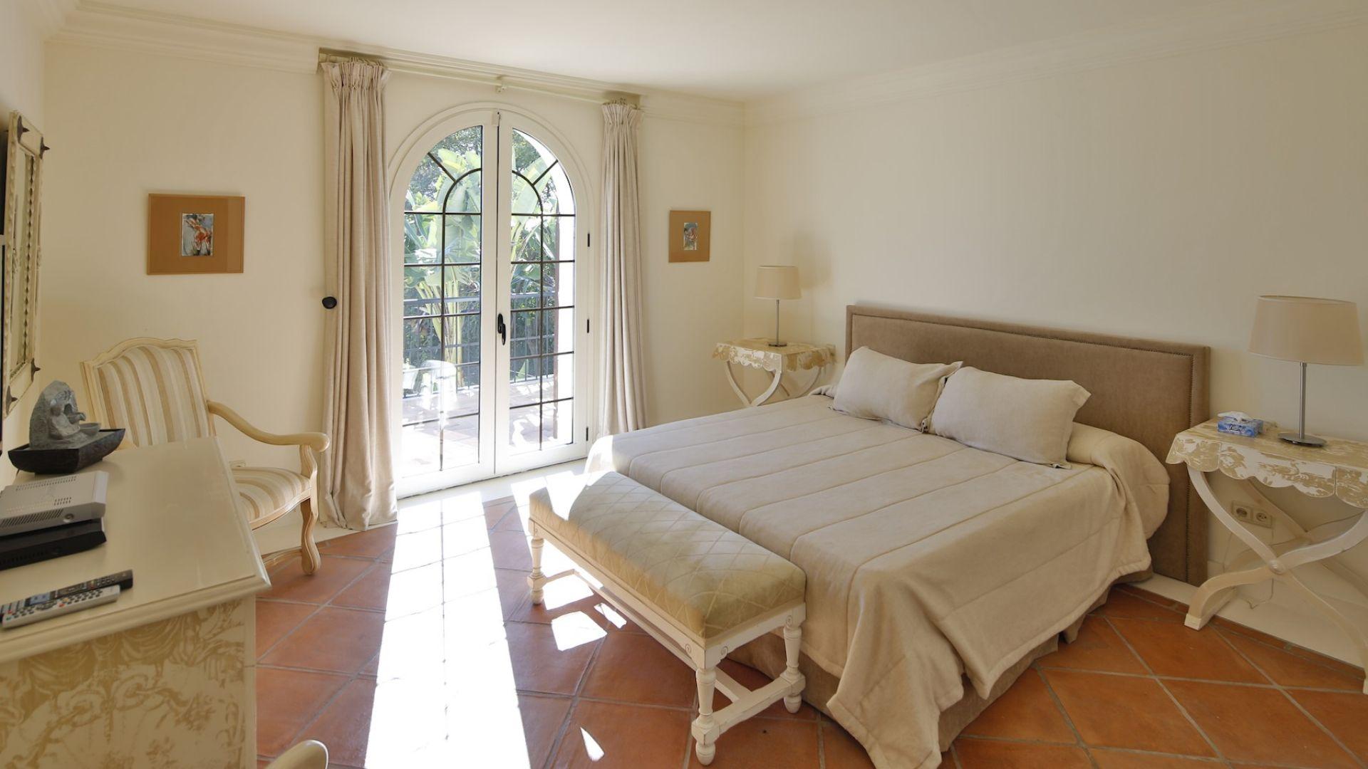 Villa for Sale in El Paraiso Barronal, Estepona