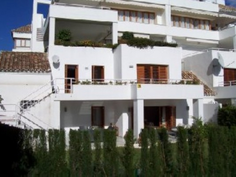 Apartment for Sale and Rent in Los Naranjos, Nueva Andalucia