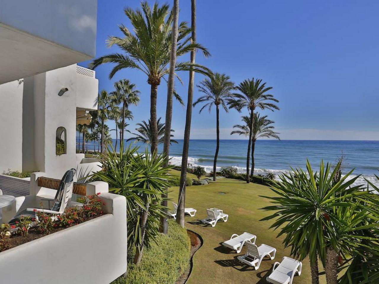 Apartment for Sale in Alcazaba Beach, Estepona