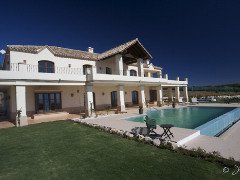 Villa for Sale in El Velerin, Estepona