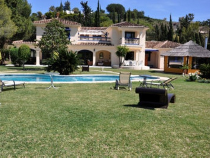 Villa for Sale in Paraiso Medio, Estepona