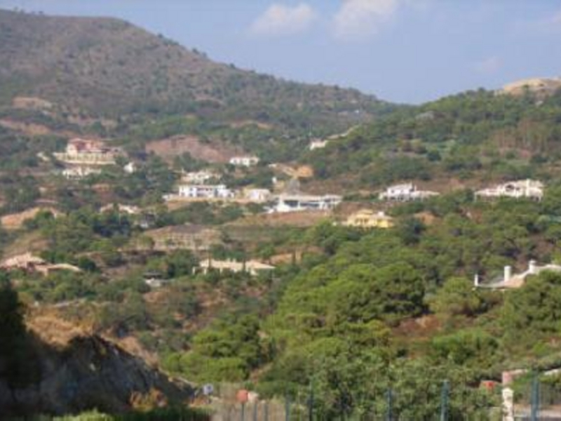 Plot for Sale in La Zagaleta, Benahavis