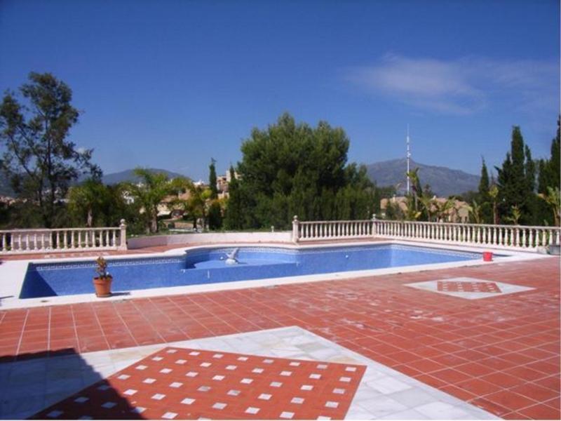 Villa for Rent in New Golden Mile, Estepona