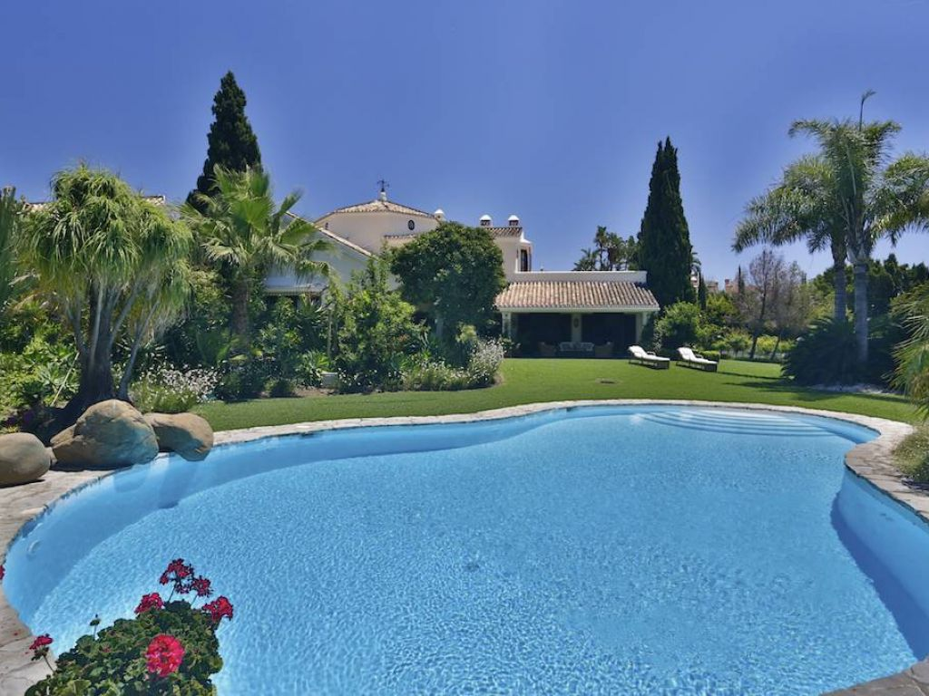 Mansion for Rent in Marbella Hill Club, Marbella Golden Mile