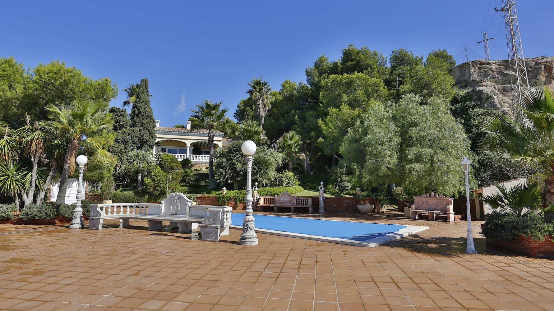 Villa for Sale in El Candado, Malaga - Este