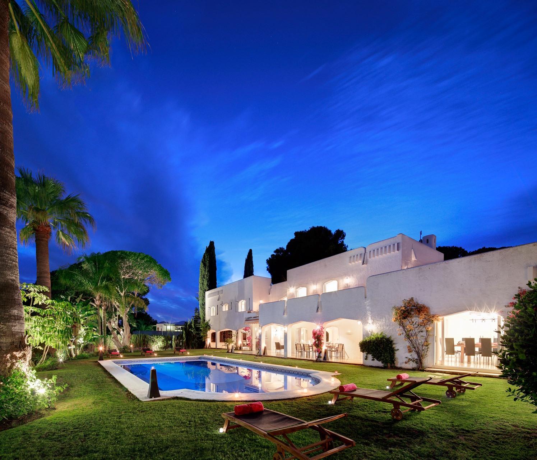 Villa for Sale and Rent in Atalaya de Rio Verde, Nueva Andalucia