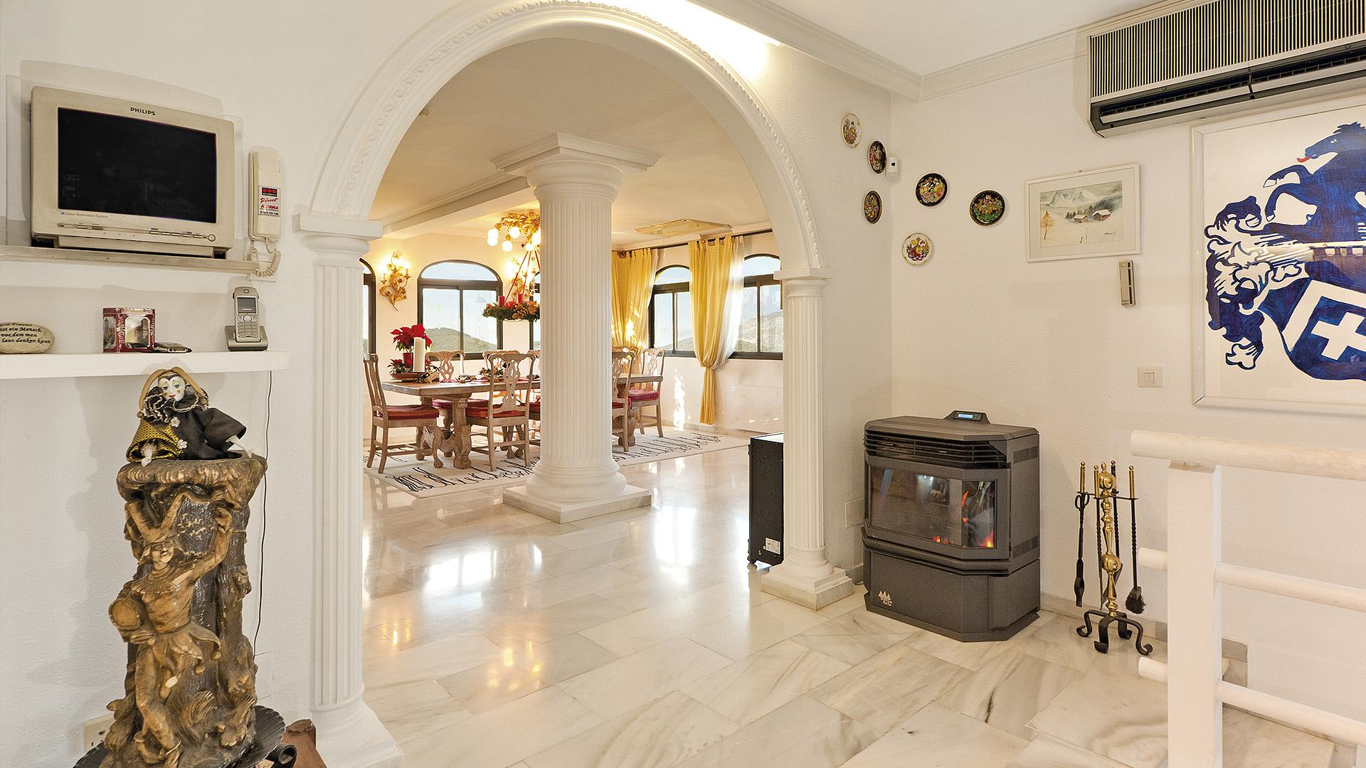 Villa for Sale in Las Lomas de Nueva Andalucia, Nueva Andalucia