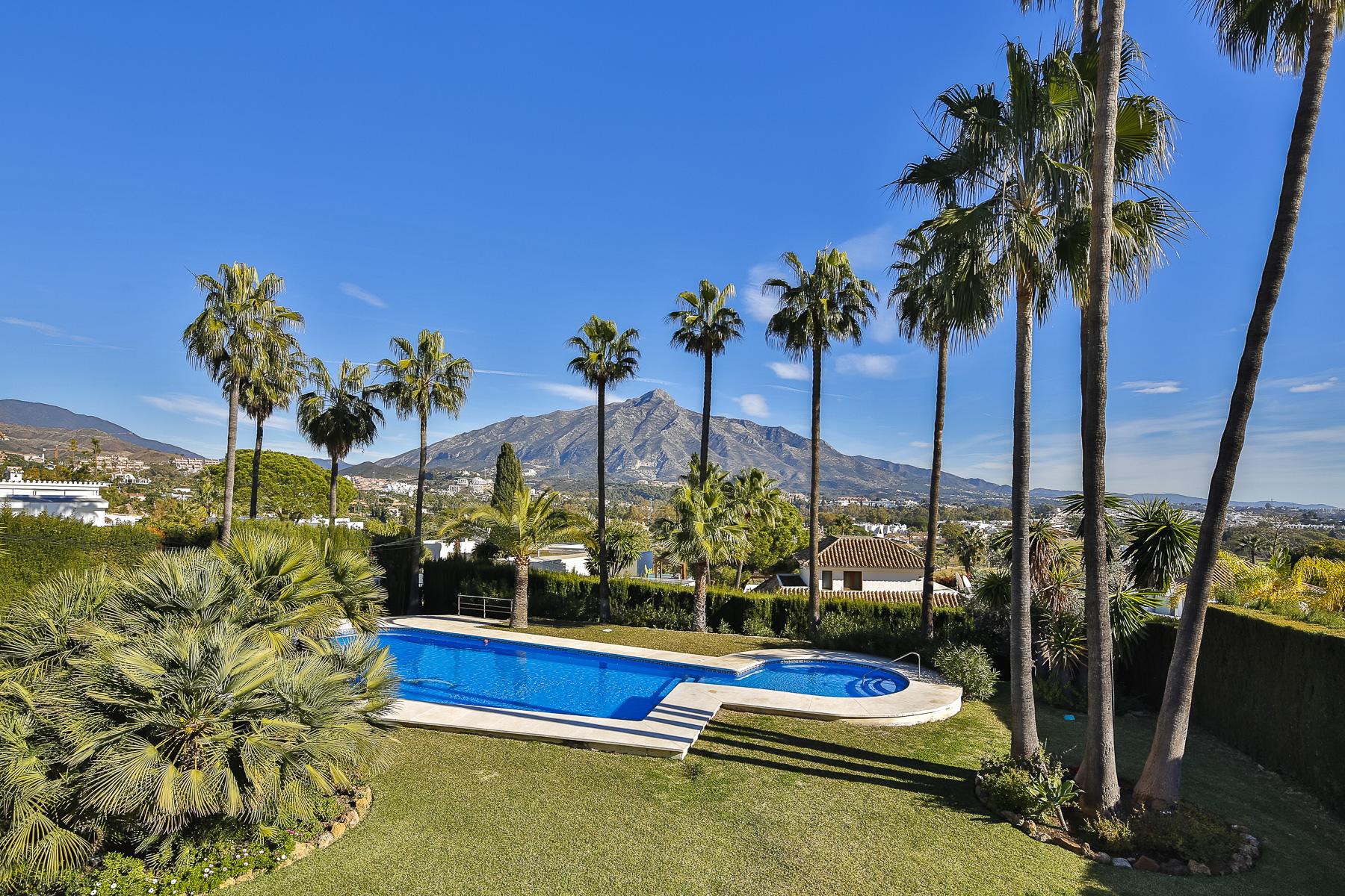 Apartment for Sale in Las Brisas, Nueva Andalucia