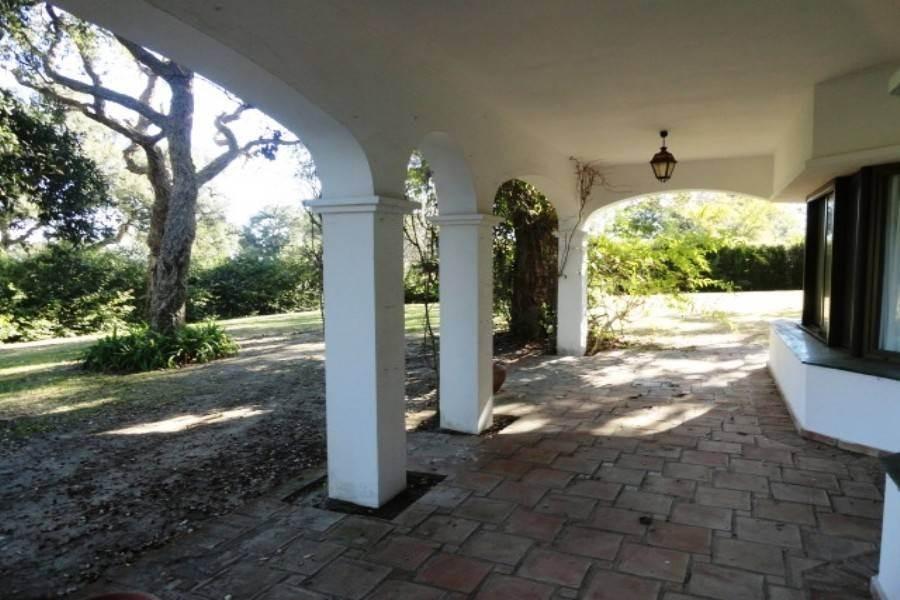 Villa for Sale in San Roque Club, San Roque
