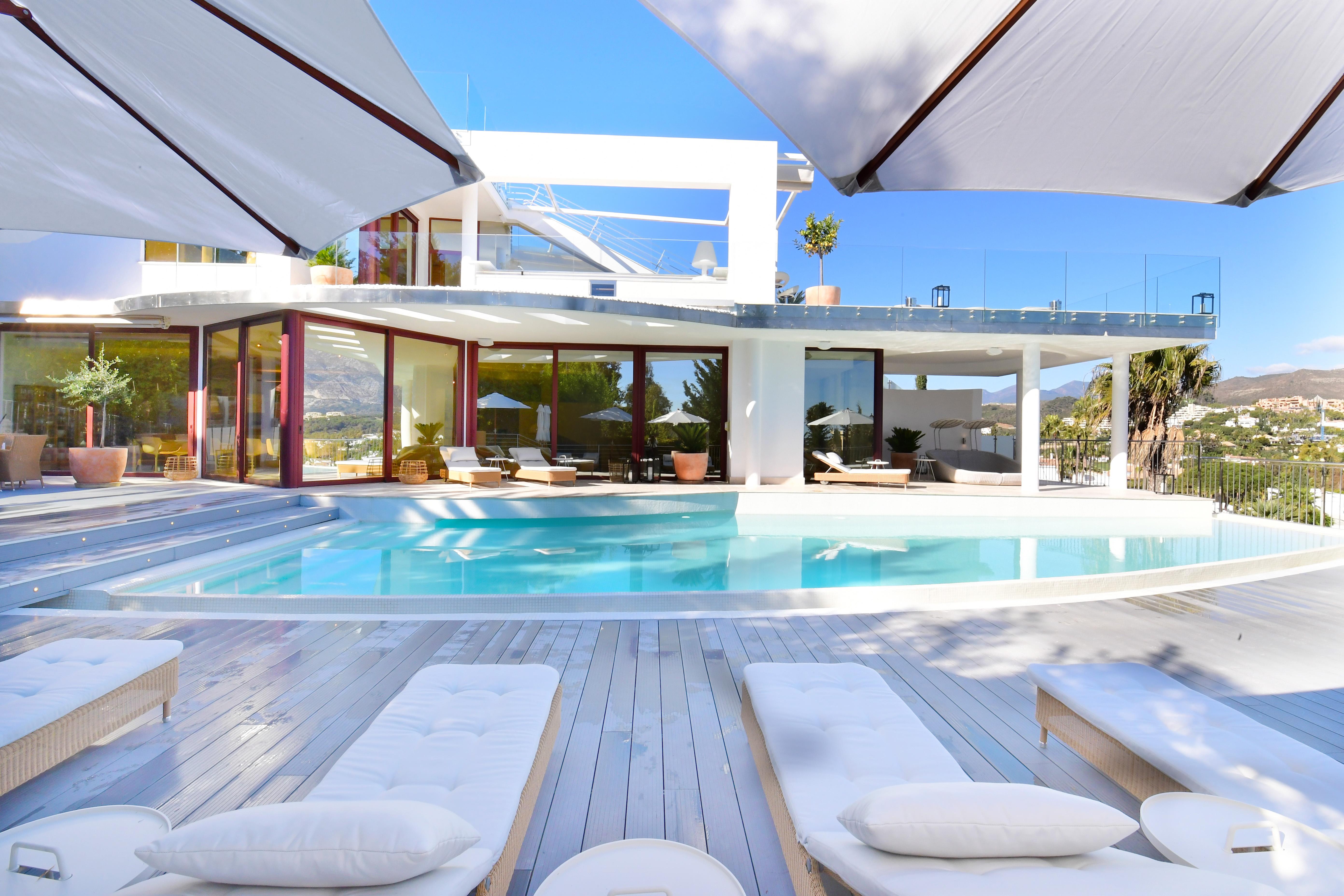 Villa for Sale and Rent in Nueva Andalucia, Marbella